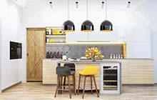 厨房中一抹亮黄色